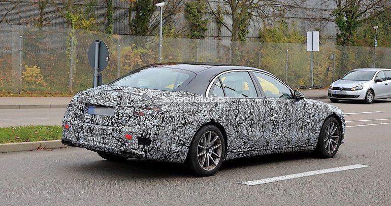 بالصور: ظهور سيارة من نوع مرسيدس بنز S-Class موديل 2021
