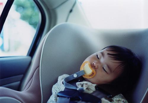 ابتكار جهاز جديد يمنع وفاة الأطفال داخل السيارة