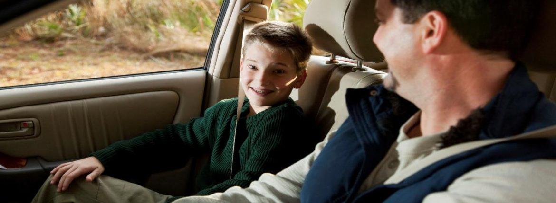 نصائح للحفاظ على سلامة الطفل داخل السيارة