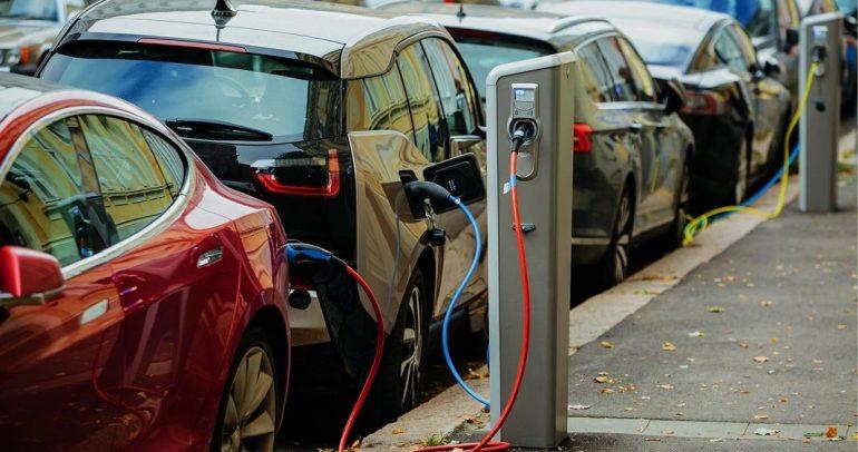 مؤسسة ديكرا: هذا هو عدو السيارات الكهربائية الأول