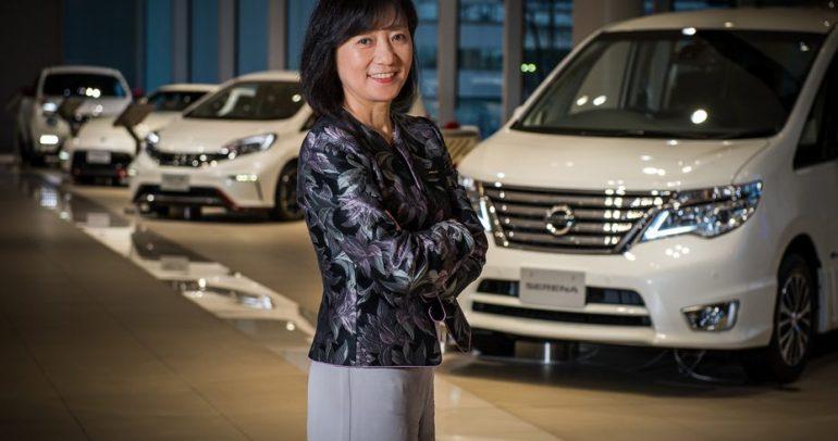 هوشينو رئيسة مبيعات نيسان تروّج للتكنولوجيا المتقدمة