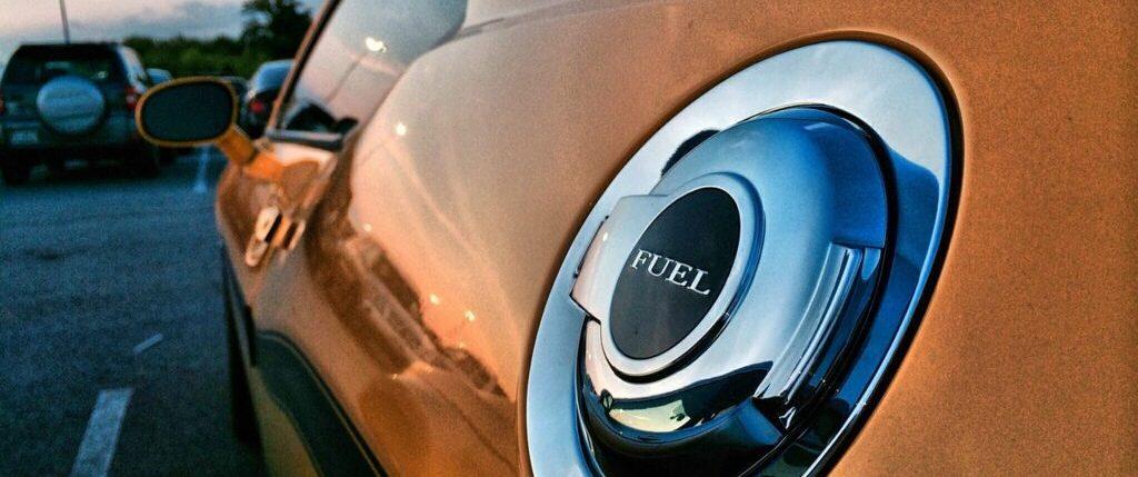 رائحة البنزين بالسيارة