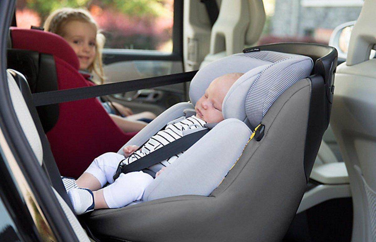 ما هو المكان الصحيح للطفل داخل السيارة