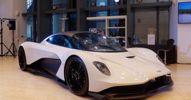 شاهدوا روعة سيارة أستون مارتن فالهالا في عرضها الأول في الإمارات