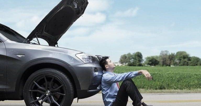 ماذا تفعل إن تعطلت سيارتك فجأة على الطريق؟