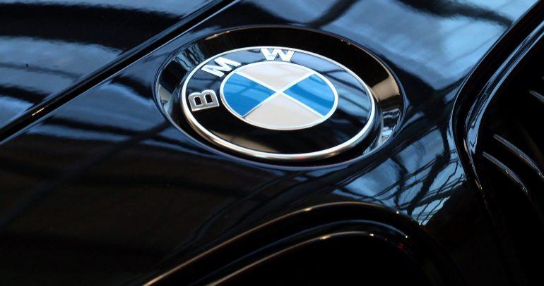شعار BMW.. بدأ بسيطاً وانتهى بهذه الأناقة