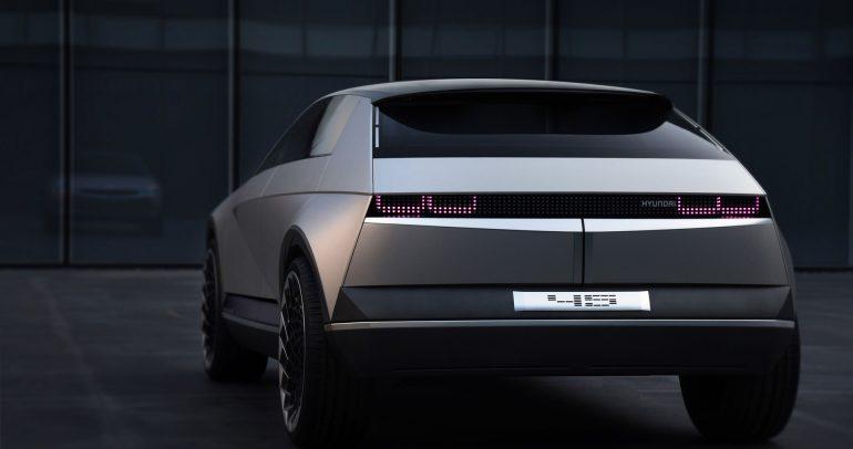 هيونداي تختبر نموذج أولي لسيارة كروس أوفر كهربائية