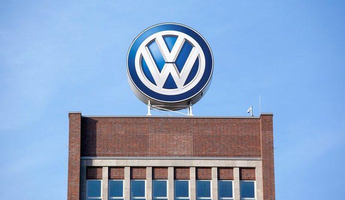 فولكس واجن تعلن انضمامها لمصنعي سيارات لمكافحة كورونا
