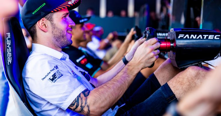 فورمولا إي: دانييل أبت ولوكاس دي جراسي يشاركان في سباق افتراضي