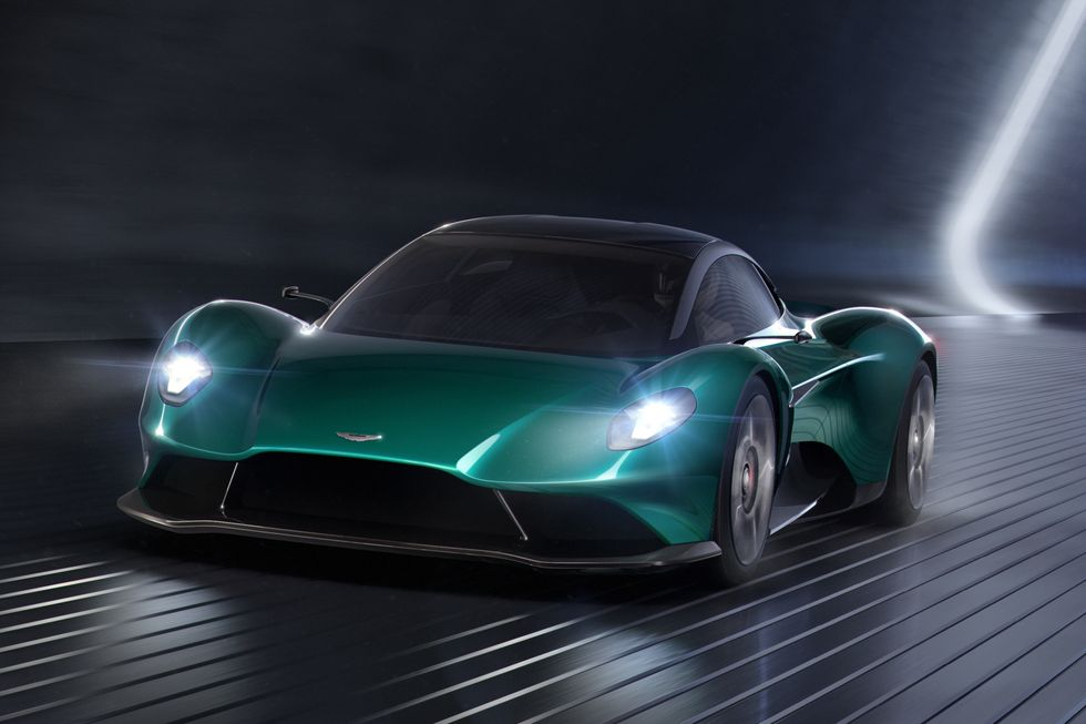 بالصور.. سيارات قادمة تستحق الانتظار 2024-aston-martin-va
