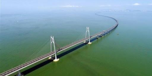 بالفيديو.. أطول جسر مائي في العالم يتحرك صعوداً ونزولاً