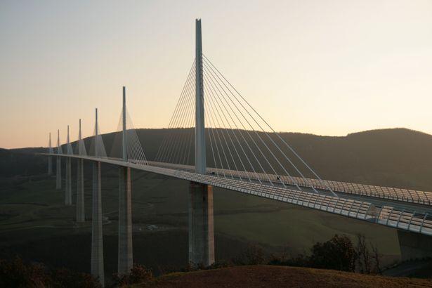 جسر ميلاو في فرنسا