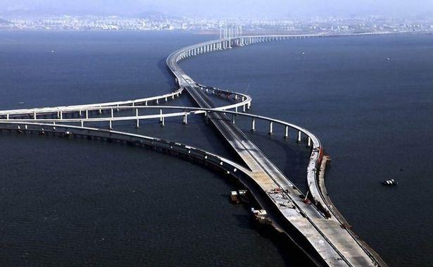 جسر خليج جياوزو في الصين