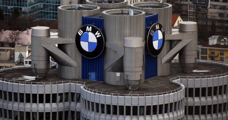شركة BMW تتيح تحميل الميزات الخاصة بسيارتك