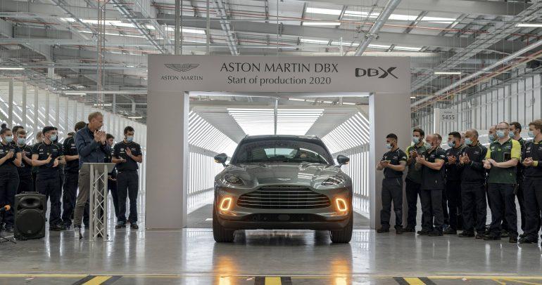أستون مارتن تحتفل بانطلاق أول سيارات دي بي إكس من خط الإنتاج