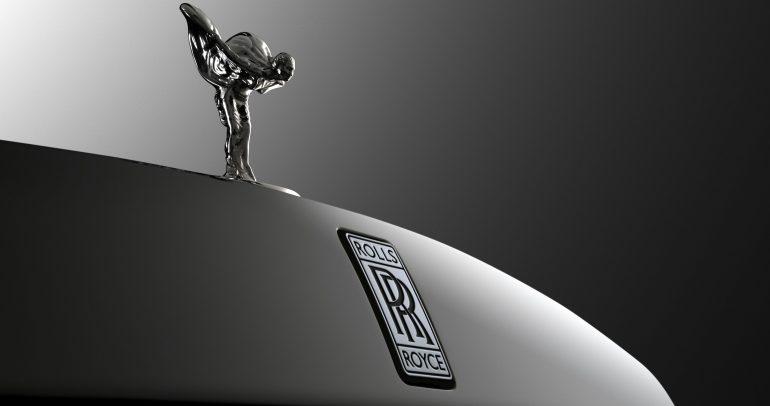 رولز رويس تختبر نموذج غامض يسبب ضجة في عالم السيارات