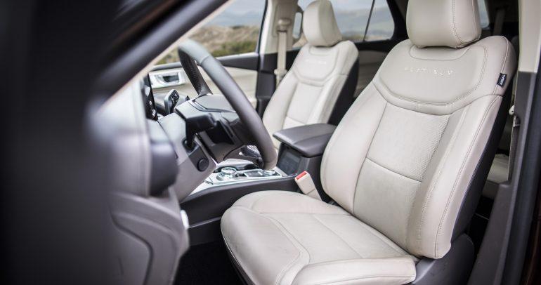 فورد تبتكر حلاً  لآلام الظهر بمقاعد أنيقة ومريحة في سيارة إكسبلورر الجديدة كلياً