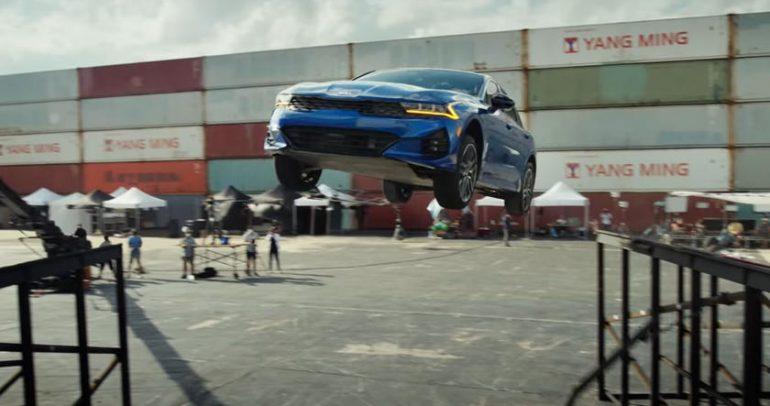 فيديو.. كيا أوبتيما تقفز بزاوية 360 درجة بصورة مذهلة