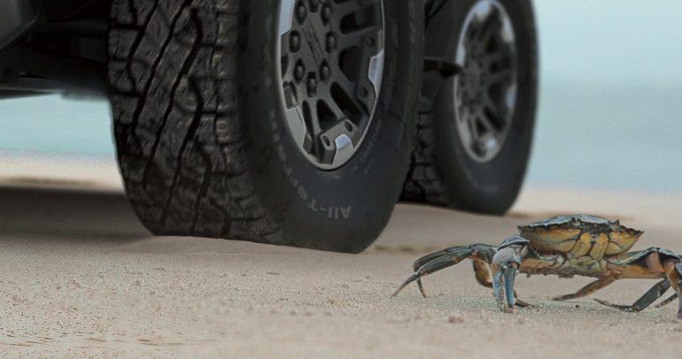 """جي إم سي هامر EV تظهر في 20 أكتوبر مع وضعية """"crab mode"""""""