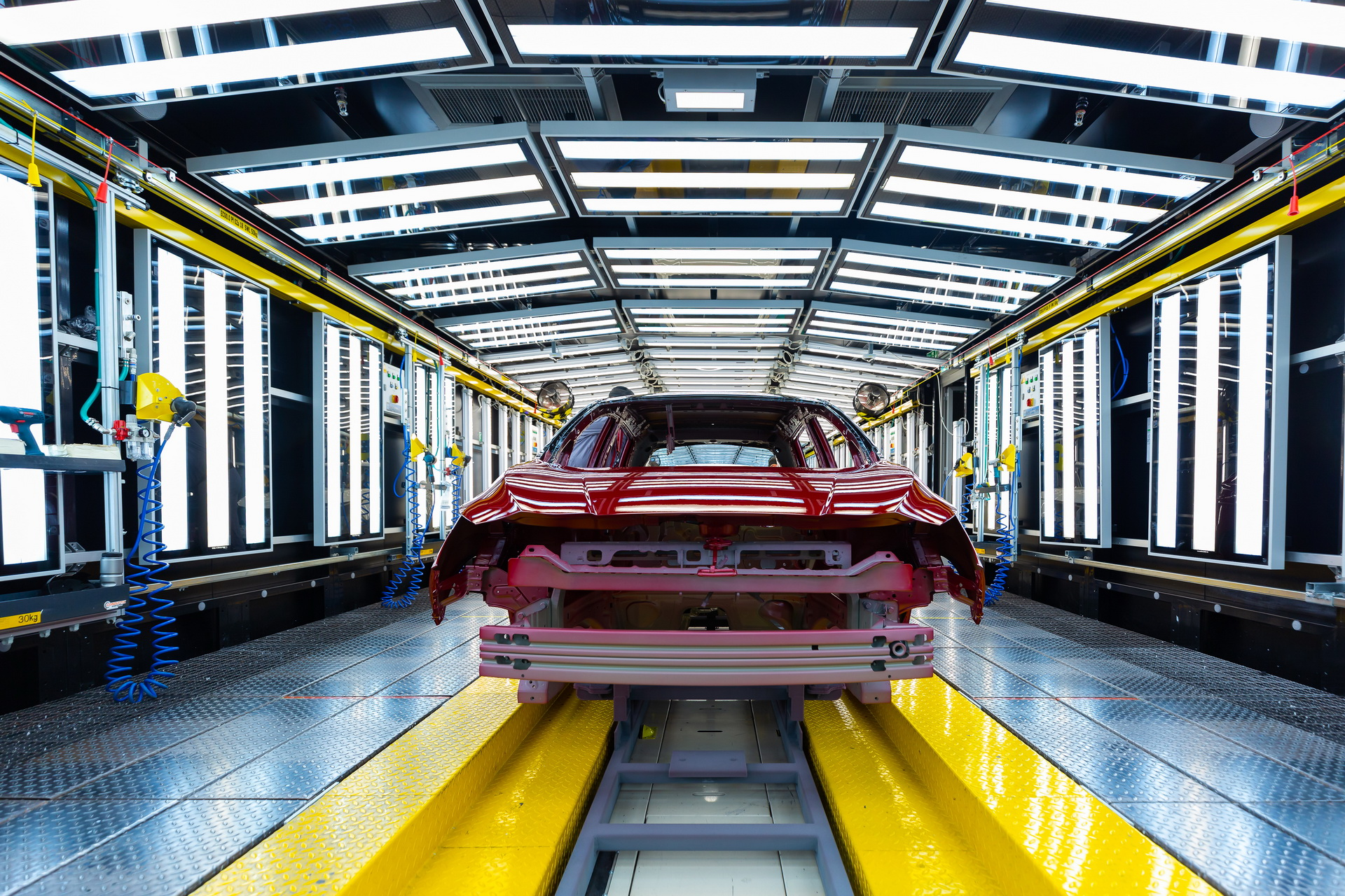 نيسان ليف تنتج السيارة 500 ألف