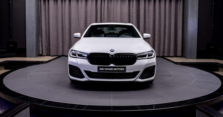 شركة أبوظبي موتورز تعلن عن وصول سيارة BMW 5 Series الجديدة كلياً