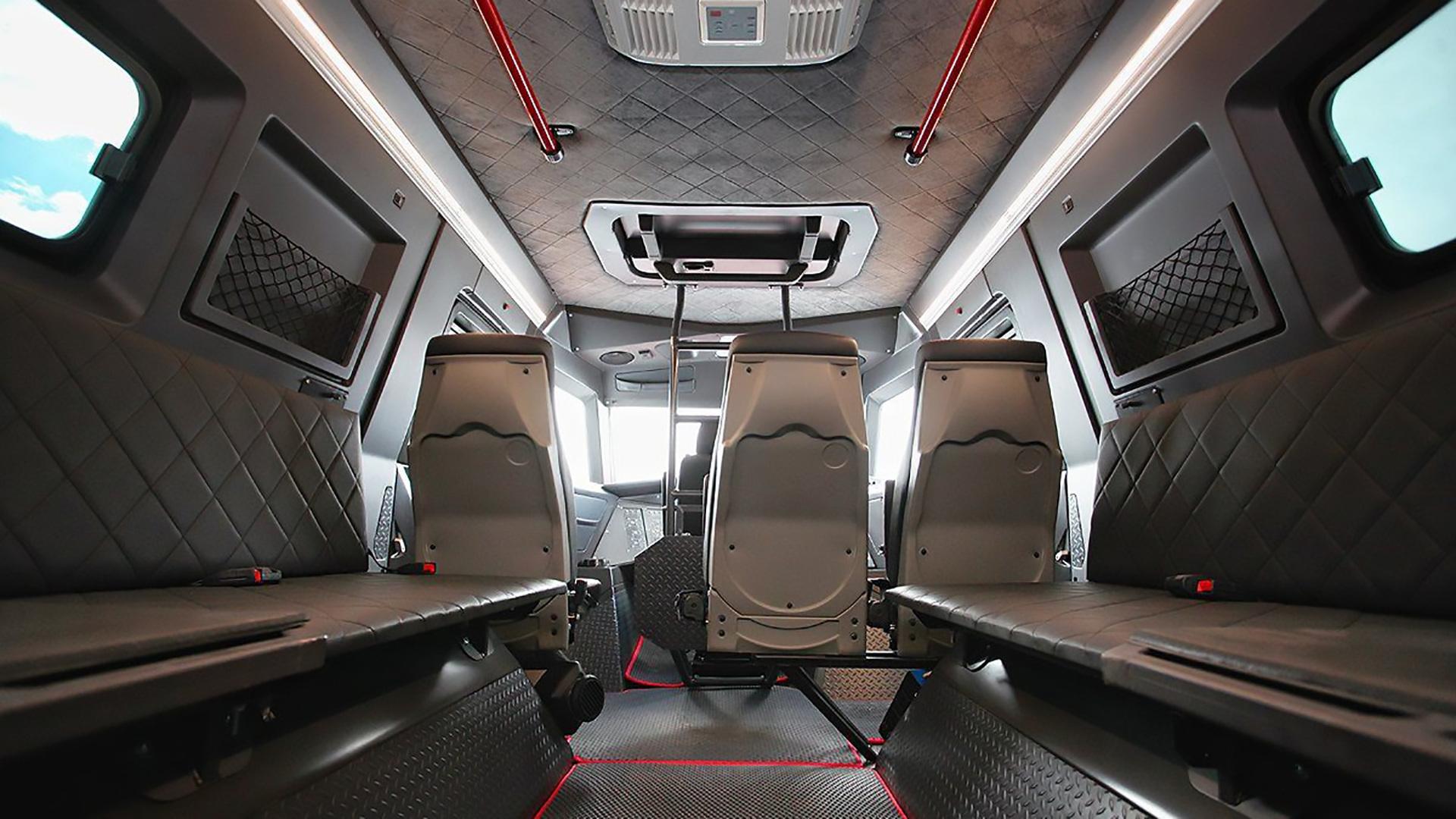 كشفت شركة سيارات فولفو اليوم النقاب عن نسخة محدثة من سيارتها الرياضية متعددة الاستخدامات الكبيرة الأكثر مبيعًا XC90