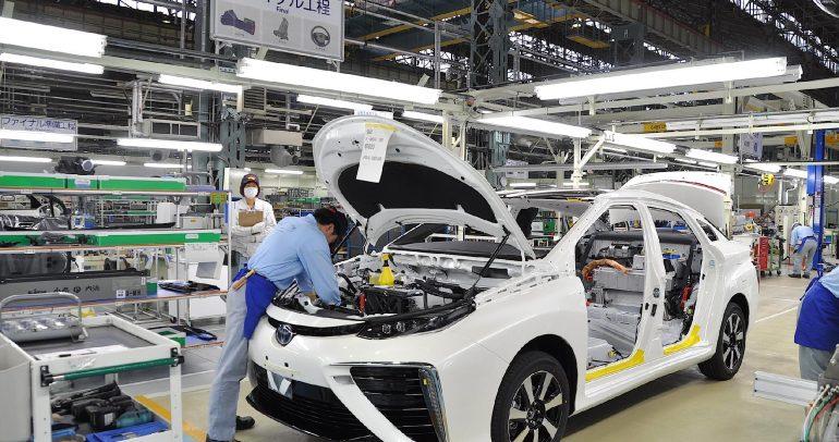 """اليابان تنوي التحول لـ"""" 100% مركبات كهربائية"""" والتخلي عن سيارات البنزين"""