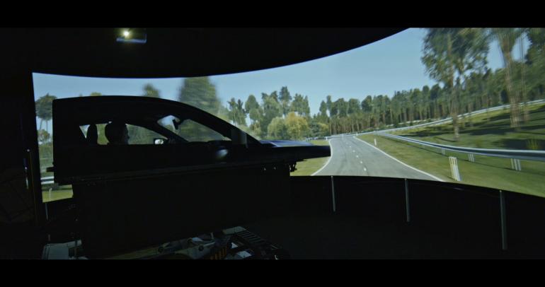 من العالم الافتراضي إلى أرض الواقع: كيف تحول فورد البيانات إلى سيارة حقيقية؟