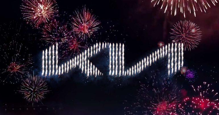 عبر عرض مذهل: كيا تكشف عن شعارها وعبارتها الترويجية الجديدين