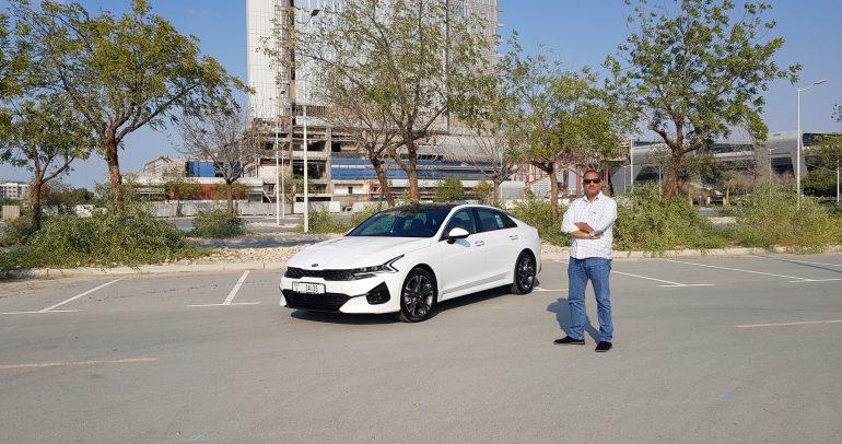 """مراجعة سيارة """"كيا K5  فاستباك"""" الجديدة: محركات ذكية وتكنولوجيا عصرية"""