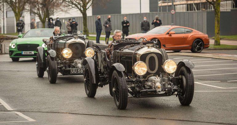 بنتلي تستعرض سياراتها الكلاسيكية والحديثة احتفالاً بمركزها الجديد
