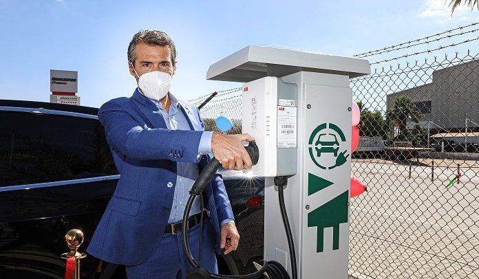 """بريجستون"""" تبدأ بتركيب وحدات شحن السيارات الكهربائية في الشرق الأوسط"""