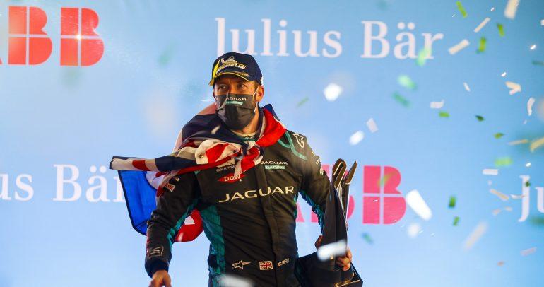 """سام بيرد بطلاً للجولة الثانية من سباق """"فورمولا إي الدرعية 2021"""""""