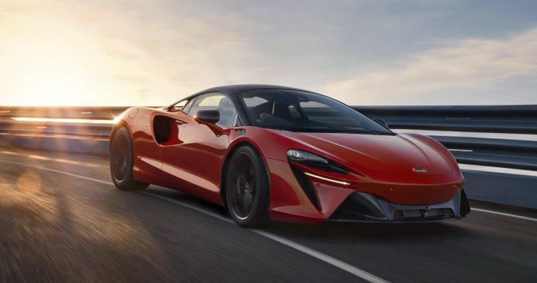 ماكلارين تكشف النقاب عن سيارة أرتورا الخارقة الجديدة كلياً عالية الأداء