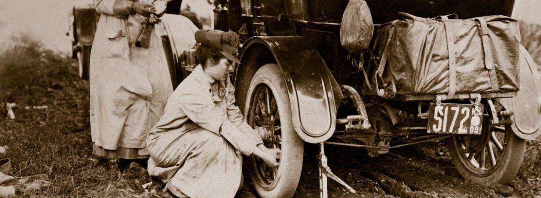 النساء السيارات