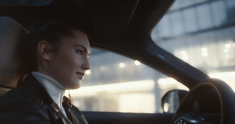 شاهدوا الحملة التسويقية لسيارة جاكوار E-PACE.. الاحتفاء بشجاعة الإبداع