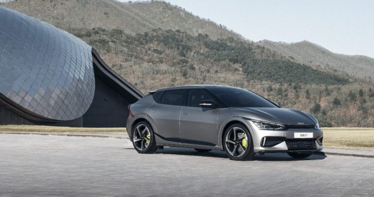 كيا تعيد رسم حدود النقل الكهربائي بالكشف عن سيارة EV6 الجديدة