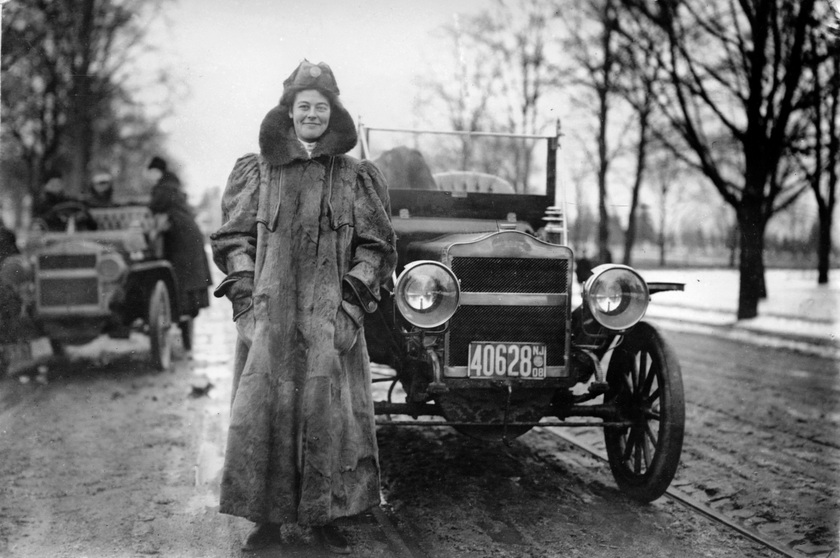 نساء السيارات