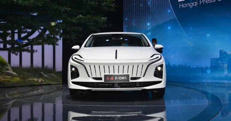 هونغ تشي E-QM5 الجديدة.. سيدان كهربائية كبيرة بتصميم مذهل