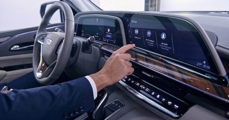 إسكاليد للعام 2021 بأول شاشة OLED مائلة بقطاع السيارات
