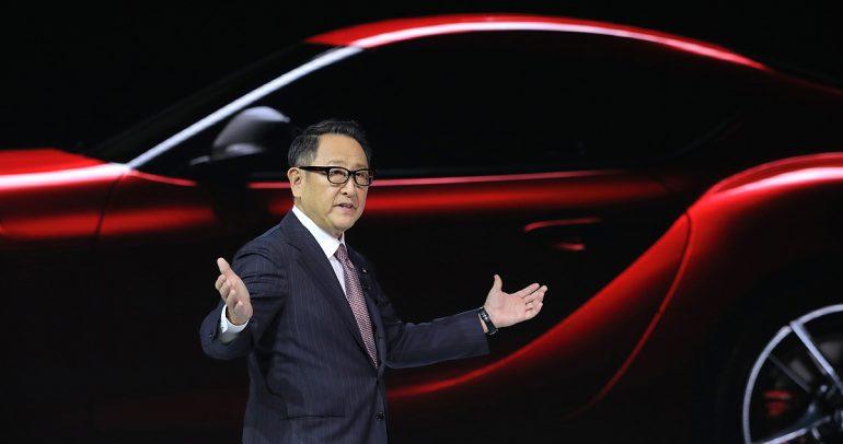 منح رئيس تويوتا لقب أفضل شخصية سيارات لعام 2021