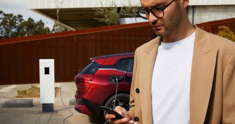 تعاون مجموعة BMW وDaimler Mobility مع bp التي ستكون الشريك الثالث ضمن Digital Charging Solutions GmbH لتسريع نمو السيارات الكهربائية