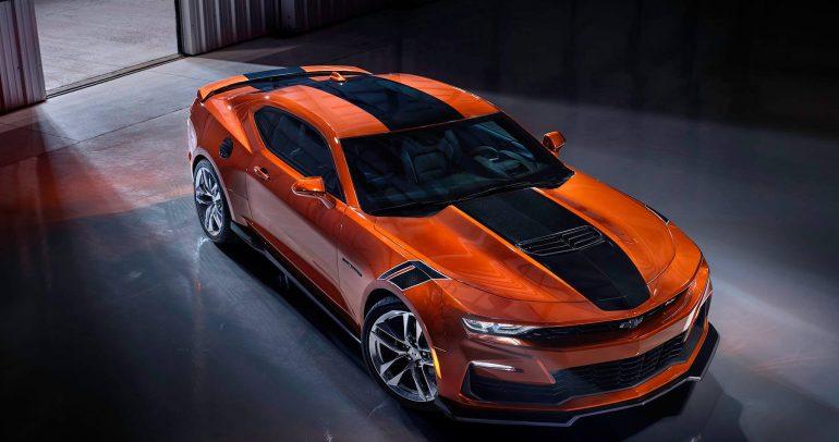 أول صورة لسيارة شيفروليه كامارو 2022 باللون البرتقالي