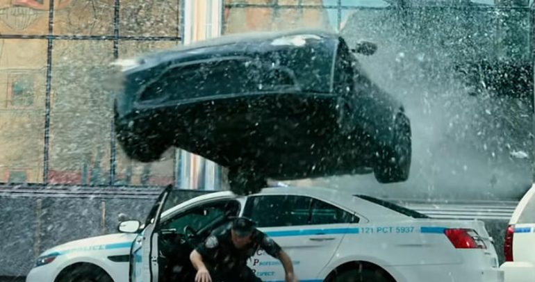 أستون مارتن تضحي بـ30 سيارة في فيلم مارك والبيرغ الجديد