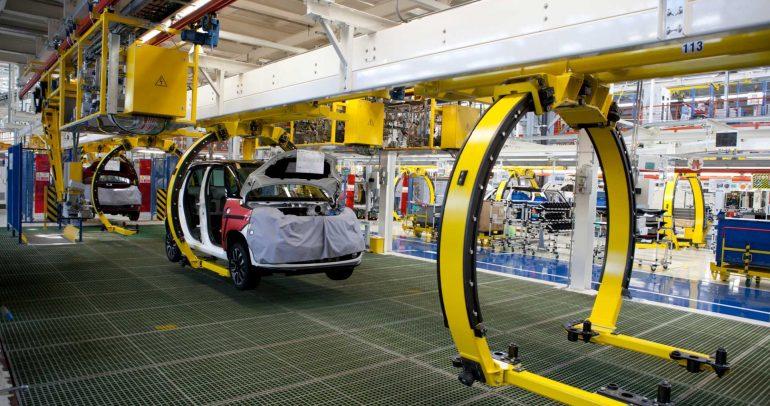 الغارديان: صناعة السيارات البريطانية مهددة بفقدان 90 ألف وظيفة
