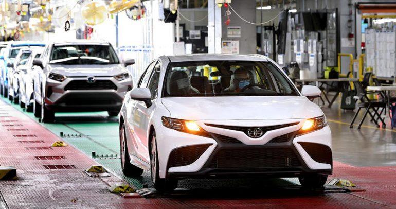 تويوتا تصنع السيارة رقم 10 مليون من كامري في أميركا