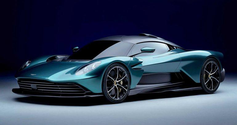 أستون مارتن فالهالا ترسي معايير جديدة للسيارات الهجينة الخارقة وتعزز متعة القيادة