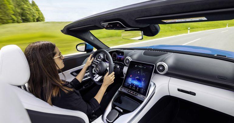 نظرة حصرية على مقصورة سيارة مرسيدس-ايه إم جي أس أل الجديدة