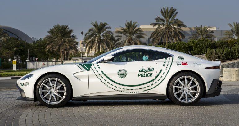 أستون مارتن فانتاج بقوة 510 حصان تنضم إلى أسطول سيارات شرطة دبي
