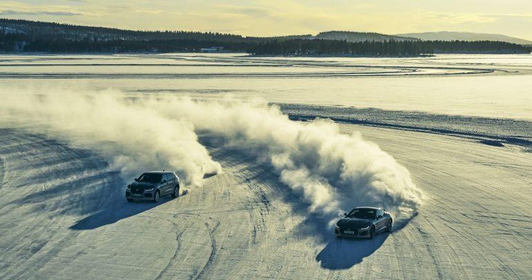 مغامرات قطبية على الجليد مع سيارات جاكوار ولاند روڤر